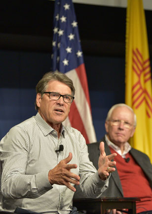 DOE Secretary Rick Perry and Labs Director Steve Younger